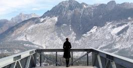 nuovo spazio di casso, spalto di fronte al monte toc /platform in front of mount toc, 2014 - photo dc
